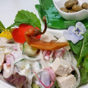 veganer Griechischer Salat mit Tofu statt Feta