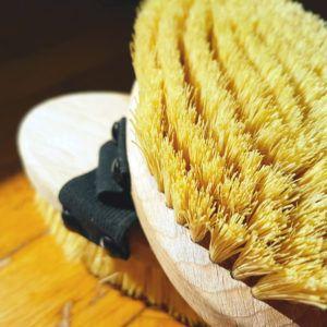 vegane Trockenbürste ohne Wildschweinborsten für Schönheit und Gesundheit