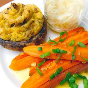 Kartoffelbrei-Rosen für gefüllte Champignons mit Orangen-Karotten
