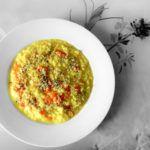 veganes Safranrisotto mit Karotten und Hanfsamen