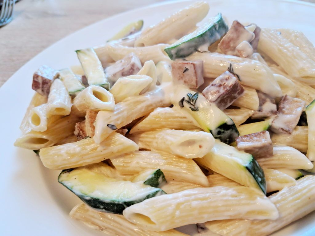 Penne mit veganer Zucchini Carbonara