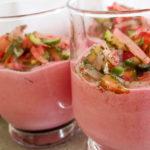 Rote Bete Sahne mit Radieschen, Gurken und Dill als kleine vegane Vorspeise oder Amuse Geul