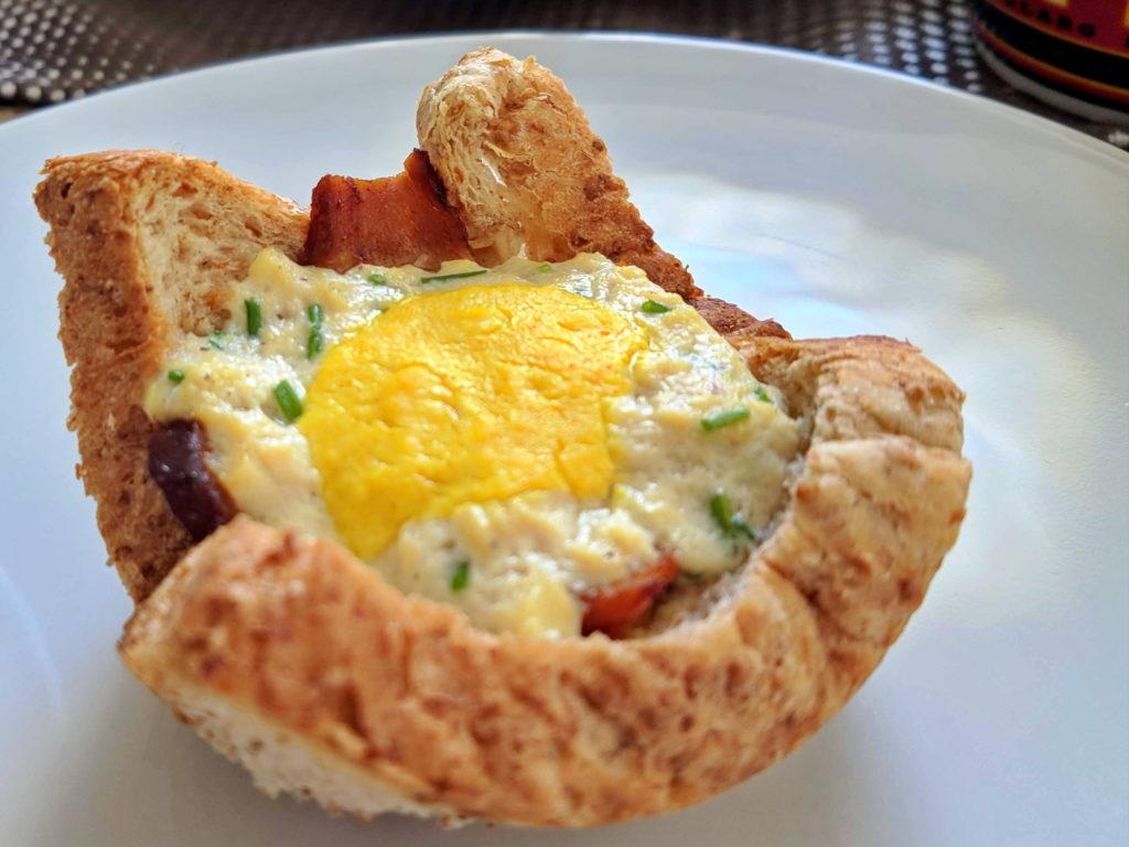 Toast Muffins vegan mit Seidentofu als Ei und Seitan als Speck. Ideal für den Osterbrunch!