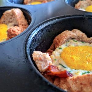vegane Toastmuffins mit falschem Ei und Bacon aus Seidentofu und Seitan